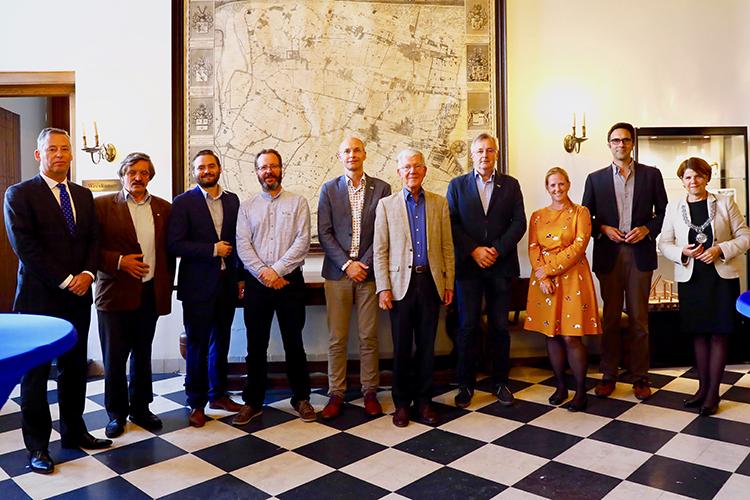 Legatus Delft congresambassadeurs op feestelijke meeting