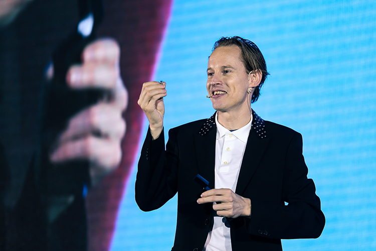 Daan Roosegaarde keynote speaker on EMEC19