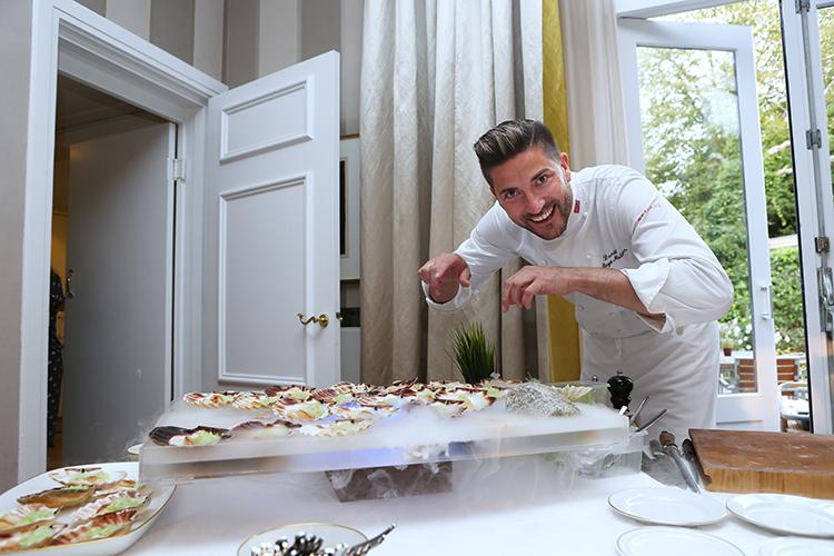 Voor veel koks is koken een stressvolle bezigheid, maar voor Danièl Rougè Madsen allerminst: 'Het is zo rustgevend om helemaal op te gaan in de bereiding van heerlijk eten.'