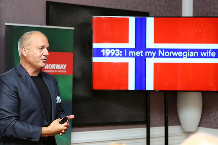 De Italiaanse cultureel expert Pellegrino Ricardi vertelt hoe hij verliefd werd op zijn Noorse vrouw en in het begin totaal niet naar Noorwegen wilde verhuizen: 'Maar nu ben ik er zo gelukkig.'