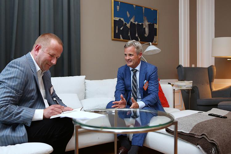 De auteur dezer rubriek in gesprek met ambassadeur Martin Sørby. 'Noorwegen staat op de eerste plaats van de Persvrijheid-wereldranglijst, met mijn buurland Zweden op de tweede plaats en Nederland op drie.'