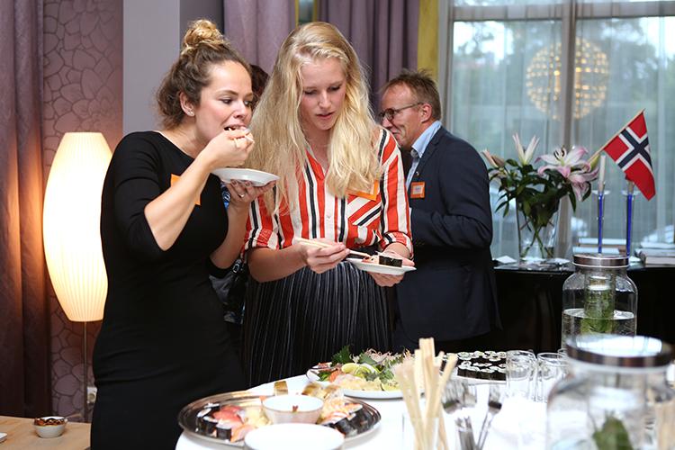 PCO's en vertegenwoordigers van de Noorse Mice-industrie genieten van de lekkernijen