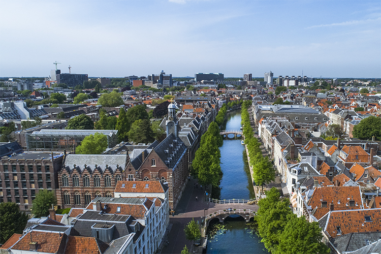 Leiden Rapenburg droneview