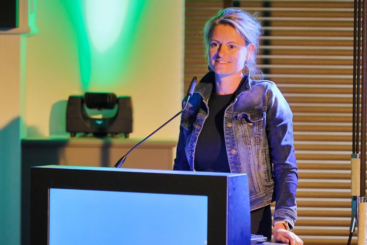 Esther Terie van De Nederlandse Associatie