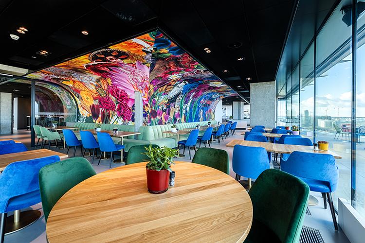 Het kleurrijke restaurant van nhow Amsterdam RAI