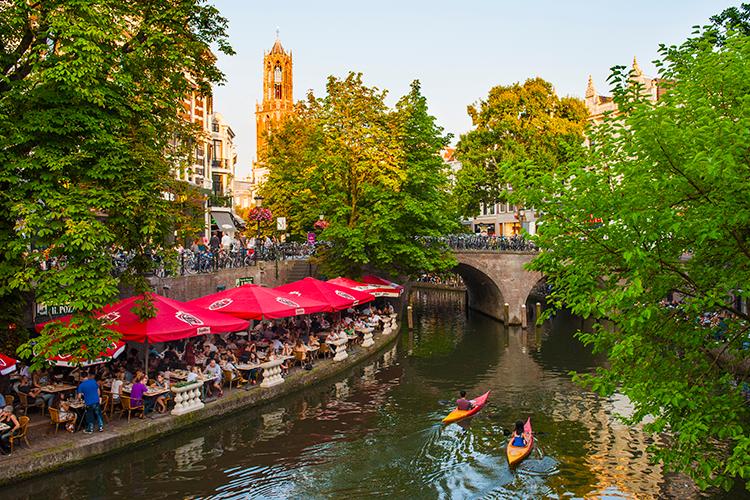 Terras aan de Oudegracht in Utrecht | © Ramon Mosterd
