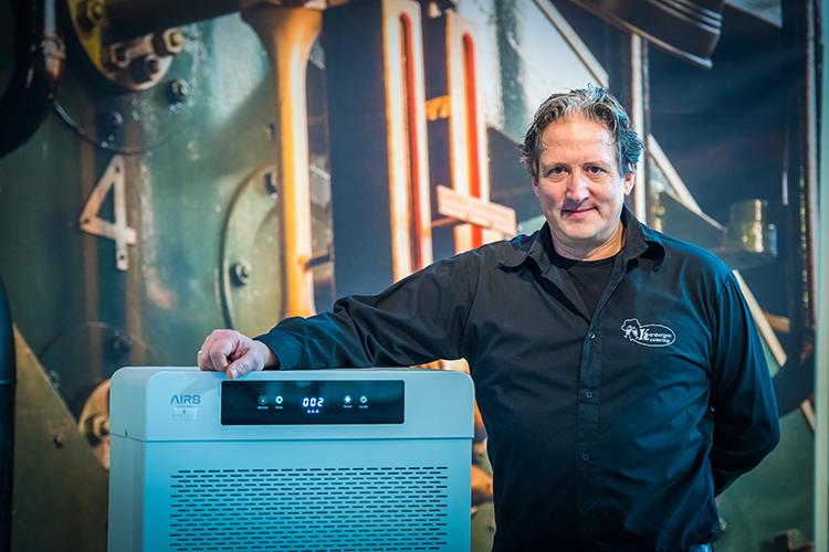 Martin Kersbergen, uitbater van De Stoomhal in Wormer bij de AIR8 1200i PRO mobiele luchtreiniger
